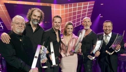 Lockten ein Millionenpublikum vor die Bildschirme: Santiano, Vanessa Mai und Roland Kaiser (rechts) mit ihren Echos (Bild: Max Kohr/ARD)