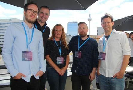 Machen sich für Artist Services bei Ticketmaster stark (von links): Ben Oertel, Thomas Willdridge, Sam Isles, Mark Jansen und Bernard Laufer (alle Ticketmaster) auf dem Balkon des Soho House (Bild: MusikWoche)