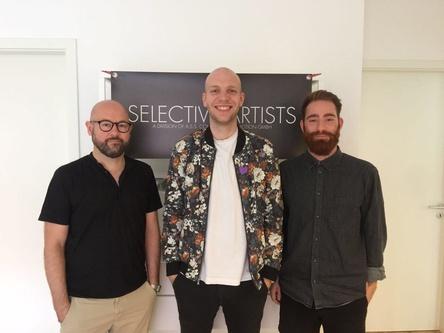 Machten die Zusammenarbeit perfekt (von links): Markus Balk (Management Haller), Haller himself und Kevin Niedernhöfer (Selective Artists) (Bild: Selective Artists)