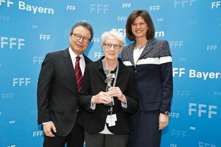 Marlies Kirchner (M.) beim FFF-Empfang mit Medienministerin Ilse Aigner und FFF-GF Klaus Schaefer (Bild: Kurt Krieger/FFF Bayern)