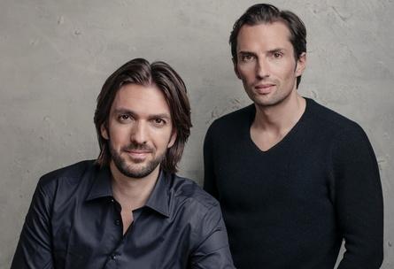 """Max Wiedemann und Quirin Berg produzieren die Sky-Serie """"Der Pass"""" (Bild: Sammy Hart)"""