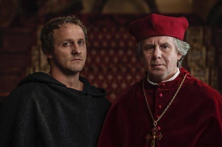 Maximilian Brückner als Martin Luther und Joachim Krol als und Albrecht von Brandenburg (Bild: ZDF / Hardy Brackmann)