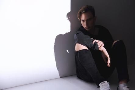 """Mit seinem Debütalbum """"Karma"""" gleich auf platz eins: Mike Singer (Bild: David Daub)"""