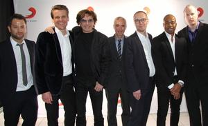 Neue Partner (von links): Patrick von Strenge, Philip Ginthör, Jean Michel Jarre, Willy Ehmann, Ralf Schalck, Carl Taylor und Andreas Keul (Bild: MusikWoche)