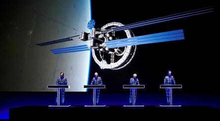 Präsentieren ihr Gesamtwerk in 3-D: Kraftwerk (Bild: Peter Böttcher)