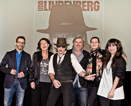 Foto: Tine Acke (Präsentierten das Album in Berlin (von links): Steffen Müller (Managing Director Warner Music Entertainment), Rita Flügge-Timm (Director DolceRita Recordings), Udo Lindenberg, Hans-Otto Villwock (Head of Catalogue Marketing Warner Music), Doreen Schimk (Director Promotion & Coordination) und Jennifer Belger (Creative Manager DolceRita Recordings)