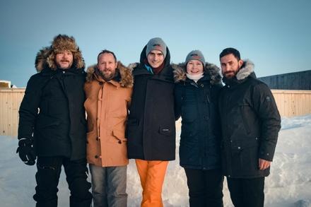Regisseur Hannu Salonen, Maximilian Brückner, die Produzenten Moritz Polter und Milla Bruneau, Clemens Schick (Bild: Bavaria Fiction/Fedyk)