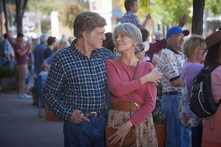 """Robert Redford und Jane Fonda in """"Unsere Seelen bei Nacht"""" (Bild: Netflix)"""