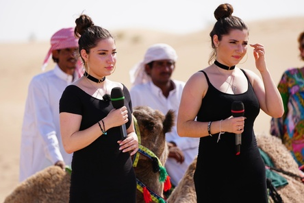 """Sangen in Dubai bei """"DSDS"""": die Schwestern Nadine (links) und Jasmin Abou El-Hassan (Bild: Stefan Gregorowius/RTL)"""