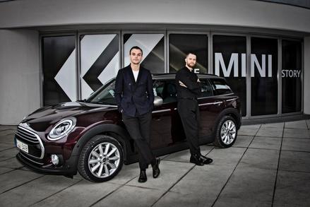 Sichtbares Zeichen der Kooperation zwischen Sony Music und Mini: die Formation Hurts wirbt für die Automarke (Bild: Gudrun Muschalla/BMW AG)