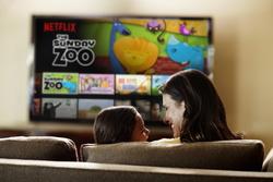Sind diese Digital-Konsumenten tatsächlich auch Käufer von DVDs oder Blu-rays? (Bild: Netflix)