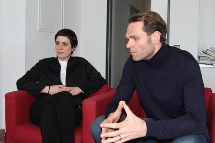 Sind gespannt auf die Live-Übertragung des Echo: Rebecka Heinz und Florian Drücke. (Bild: MusikWoche)