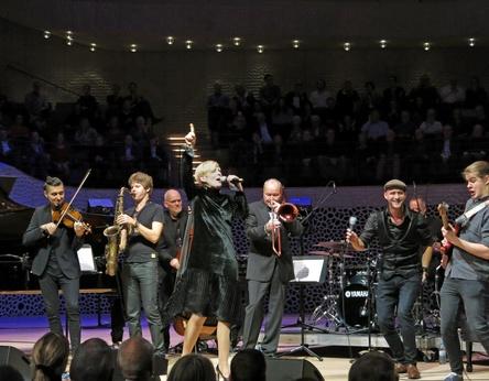 Sorgte für eine ausverkaufte Elbphilharmonie: Die ACT Family Band (Bild: Michael Gottffried)