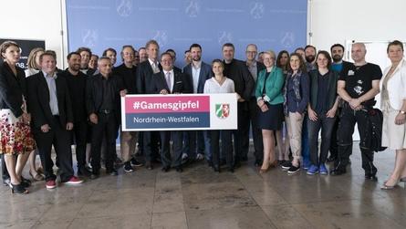 Spitzenreiter der Games-Branche kommen zum ersten Mal in der Staatskanzlei zu einem Games-Gipfel zusammen (Bild: Land NRW/G. Ortmann)