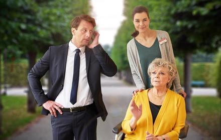 """Szene aus """"Sechs Richtige und ich"""" mit Henrik Duryn, Susan Hoecke und Grit Boettcher (Bild: SAT.1/Frank Dicks)"""