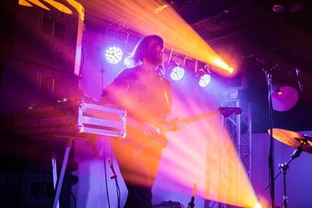 Teil des Festivalprogramms von Waves Vienna: der Auftritt von Sekuoia (Bild: Natali Glisic)