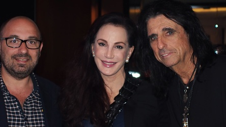 Trafen sich in Wacken (von links): Max Vaccaro (General Manager earMusic), Sheryl Cooper und Alice Cooper (Bild: earMusic)