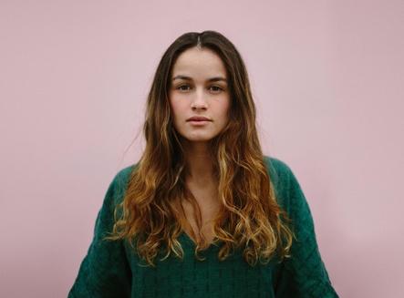 Tritt beim Showcase von The Orchard und finetunes auf: die Sängerin Mogli (Bild: Selective Artists)