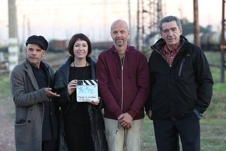 Veit Helmer (2.v.r.) mit seinen Darstellern Denis Lavant, Chulpan Khamatova und Miki Manojlovi? (v.l.n.r.) (Bild: Neue Visionen Filmverleih)