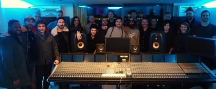 Versammelten sich im neuen Studio: A&Rs aus Europa und den USA (Bild: Universal Music Publishing)