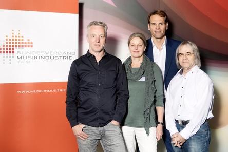 Vertreten die außerordentlichen Mitglieder im Bundesverband Musikindustrie (von links): Konrad von Löhneysen, Stefanie Marcus (Traumton), Geschäftsführer Florian Drücke und Manfred Görgen (MDG) (Bild: Julia Baumgart)