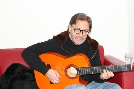 Verwöhnte die MusikWoche-Redaktion mit einer kleinen Kostprobe seines Könnens: Al Di Meola (Bild: MusikWoche)
