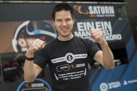 VR-Game-Weltrekordhalter Johannes Löffelmann (Bild: Saturn/Martin Hörmandinger)