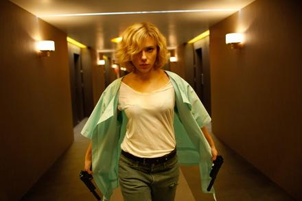 """Weiter auf Platz eins der deutschen Kinocharts: """"Lucy"""" (Bild: Universal)"""