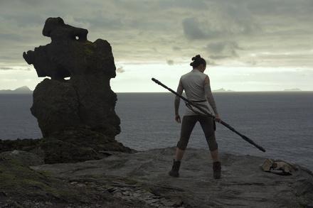 """Weiter einsame Spitze: """"Star Wars: Die letzten Jedi"""" (Bild: Walt Disney)"""