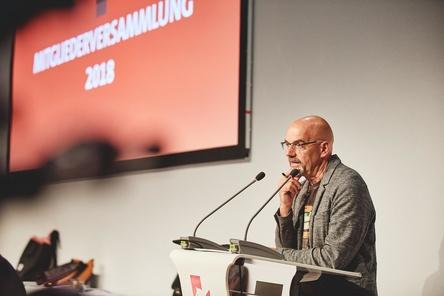 Will sich als Vorsitzender des GEMA-Aufsichtsrats auch weiterhin für die Interessen der in der Verwertungsgesellschaft organisierten in der GEMA organisierten Komponisten, Textdichter und Verleger einsetzen: Ralf Weigand (Bild: Sebastian Linder/GEMA)