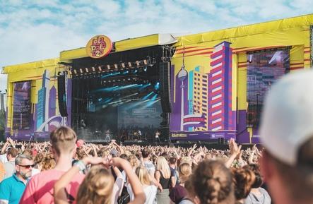 Zählt zu den größten Open-Air-Veranstaltungen Deutschlands: das Lollapalooza Festival 2016 (Bild: Johannes Riggelsen)