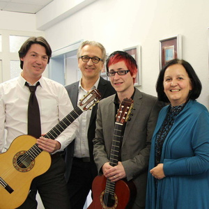 Zur Vertragsunterzeichnung trafen sich (von links): Jan Pascal, Georg Löffler, Alexander Kilian und Michèle Claveau (Bild: GLM Music)